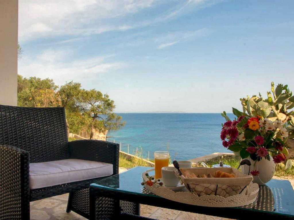 ferienhaus moraitika mit terrasse oder balkon f r bis zu 10 personen mieten. Black Bedroom Furniture Sets. Home Design Ideas